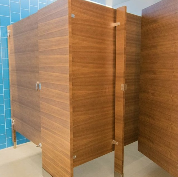 FLOOR-MOUNT-TOILET-PARTITIONS-BY-TOILETPARTITIONS